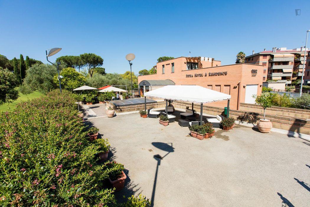 """Cosy double bedroom in a residence, in proximity to the Università degli Studi di Roma """"Tor Vergata"""