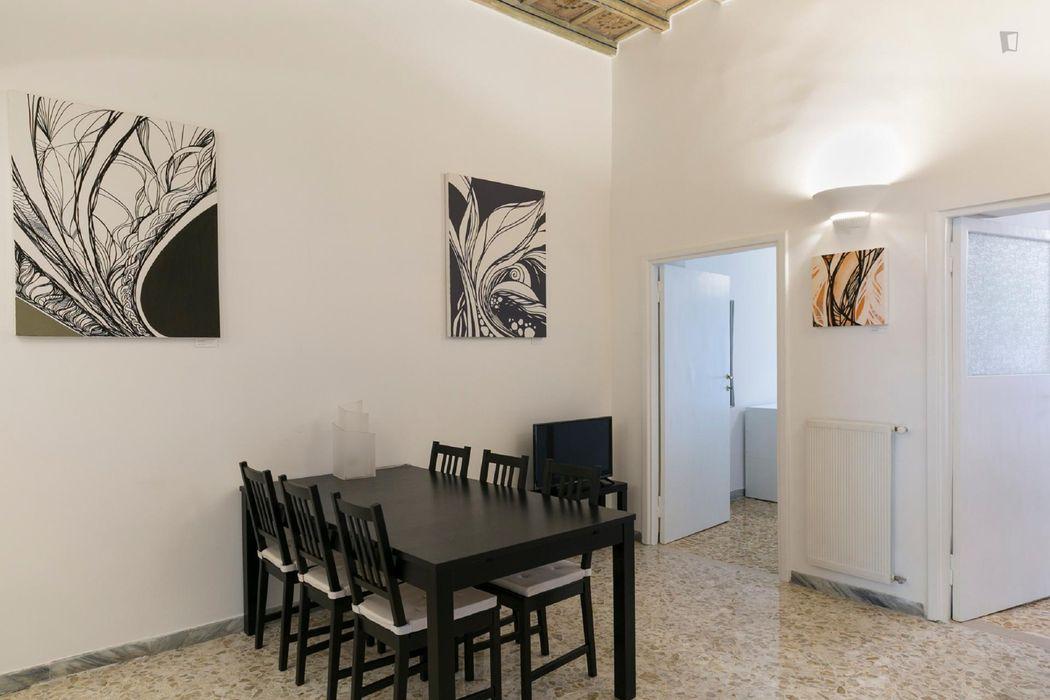 Spacious 3-bedroom apartment near Fontana del Moro