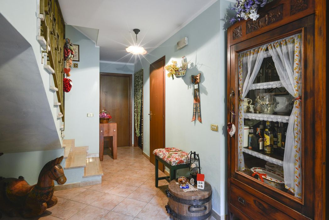 Comfy single bedroom with balcony, in a 6-bedroom house in the Municipio Roma IX