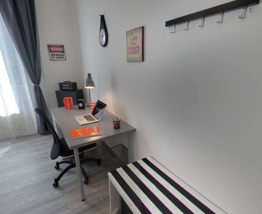 Spacious single bedroom close to the Sondrio metro station