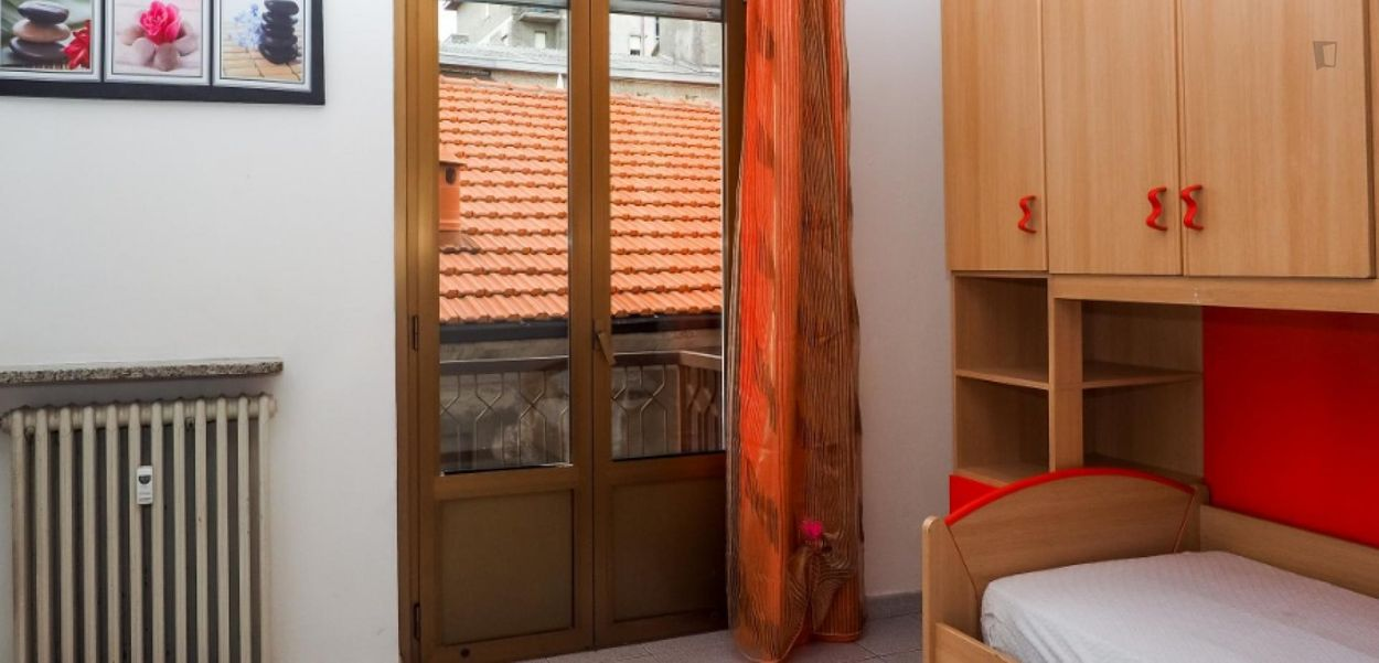 Pleasant single bedroom near the Certosa train station