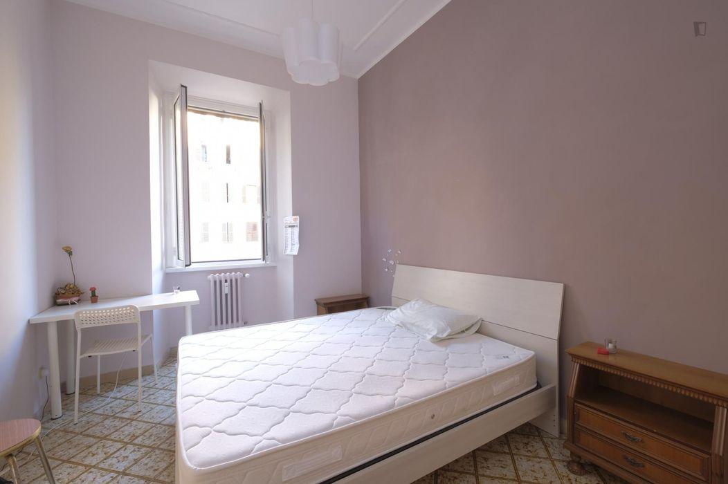 Nice double bedroom in the Esquilino neighbourhood