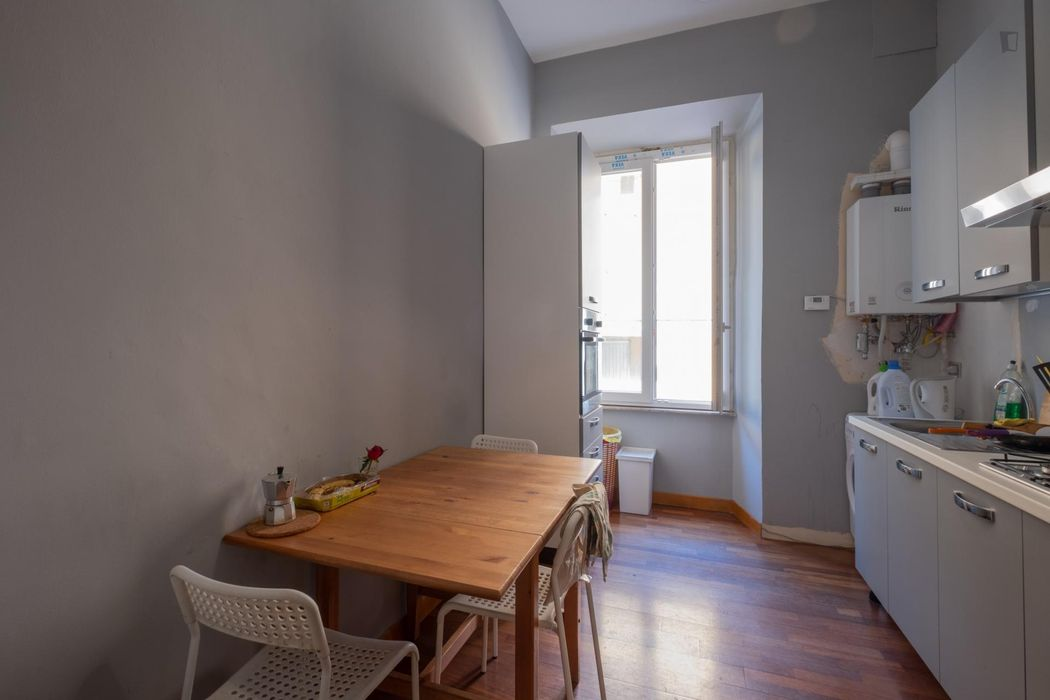Single bedroom in a student flat, in Trieste