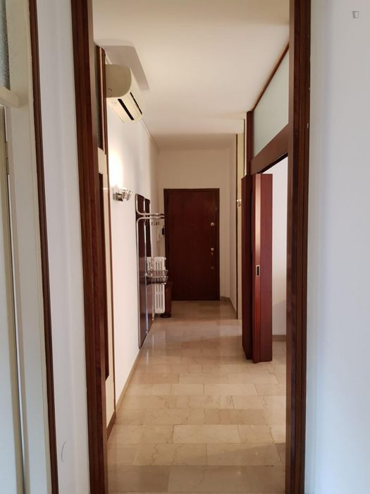 Cool double bedroom close to Affori FN metro station