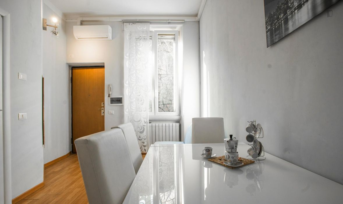 Bright 1-bedroom apartment close to Milano Certosa station