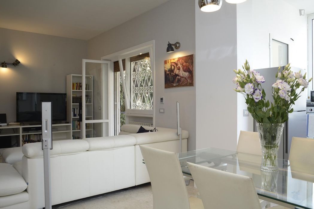 Very elegant 2-bedroom apartment in the residential Gianicolense area
