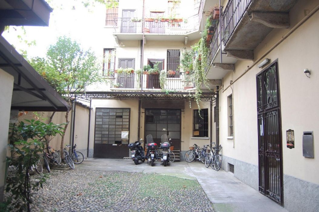 Bright and Quiet Apartment in Sempione District. Perfect for Students. Near MM5.