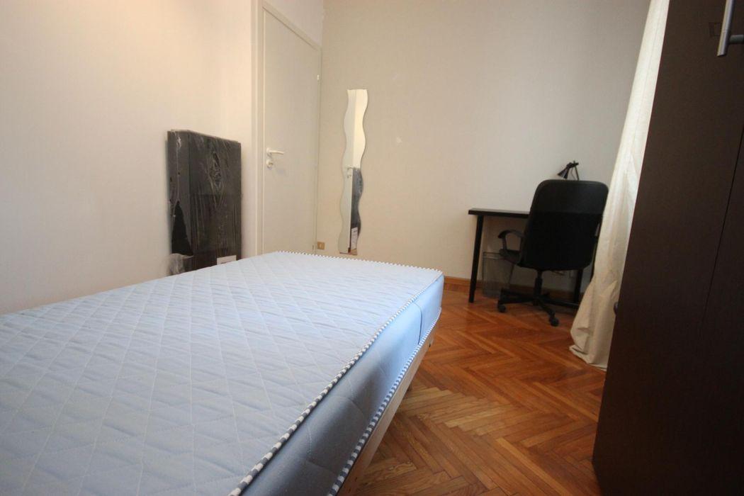 Single bedroom in a 4-bedroom in De Angeli metro station