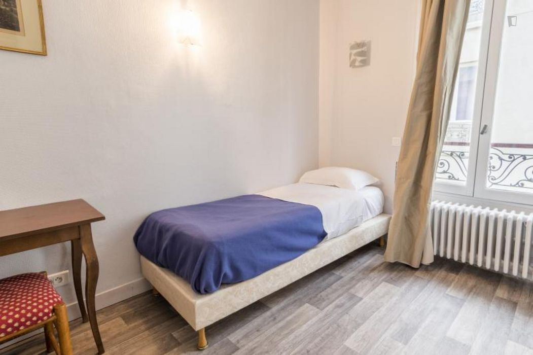 Nice single bedroom in a hotel, near the Simplon metro