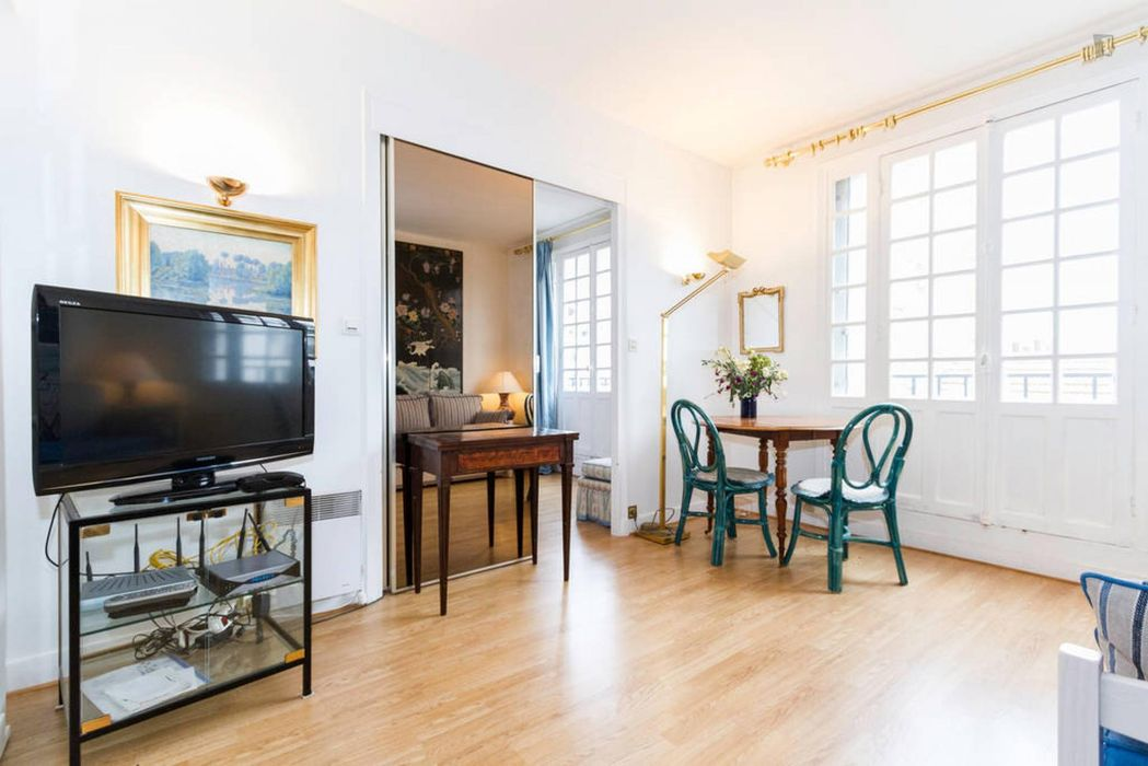 1 bedroom apartment near Tour Eiffel