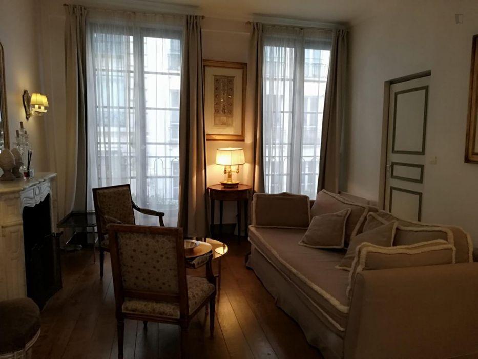 Trendy 2-bedroom apartment in 1e - Louvre