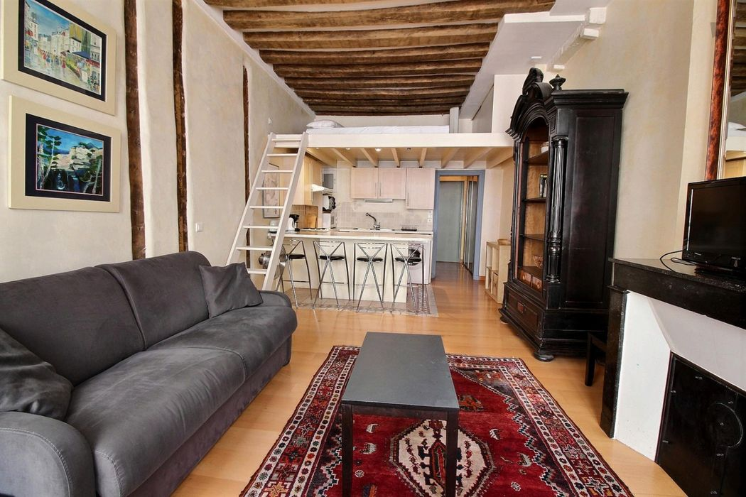 Ample studio in the Arsenal neighbourhood