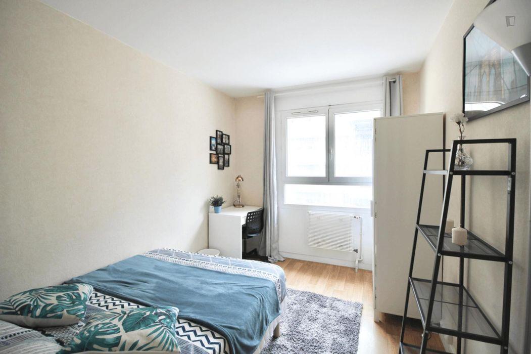 Attractive double bedroom in Saint Blaise