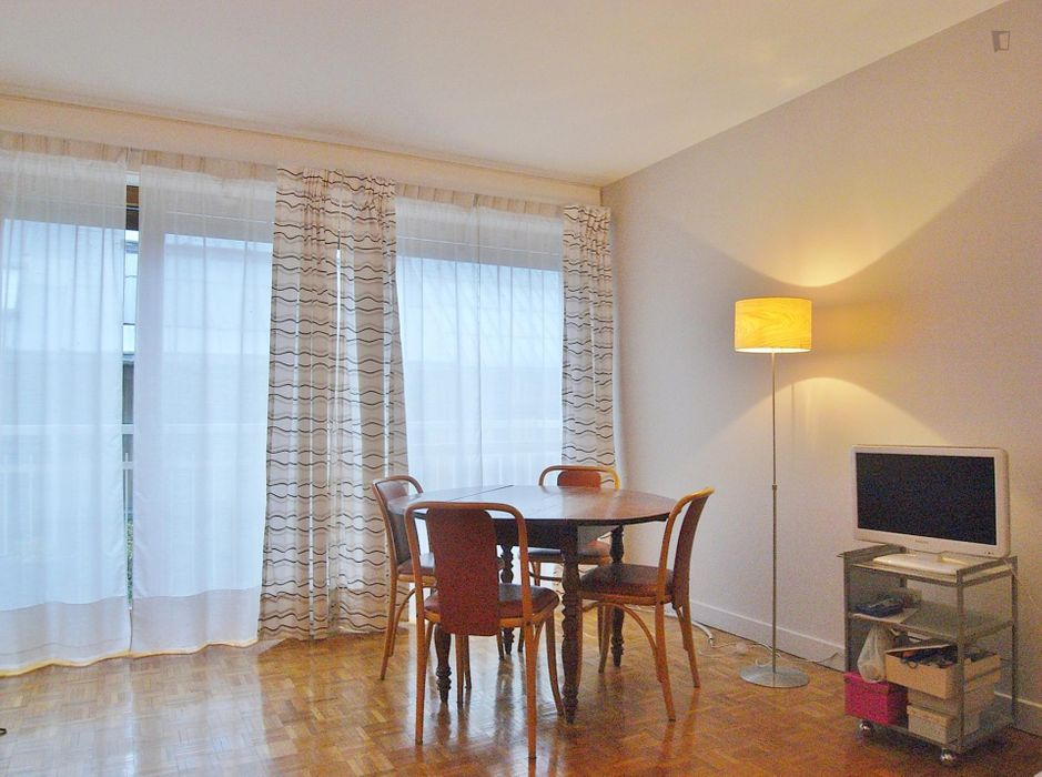 Very cool 2-bedroom apartment in 14e-Montparnasse