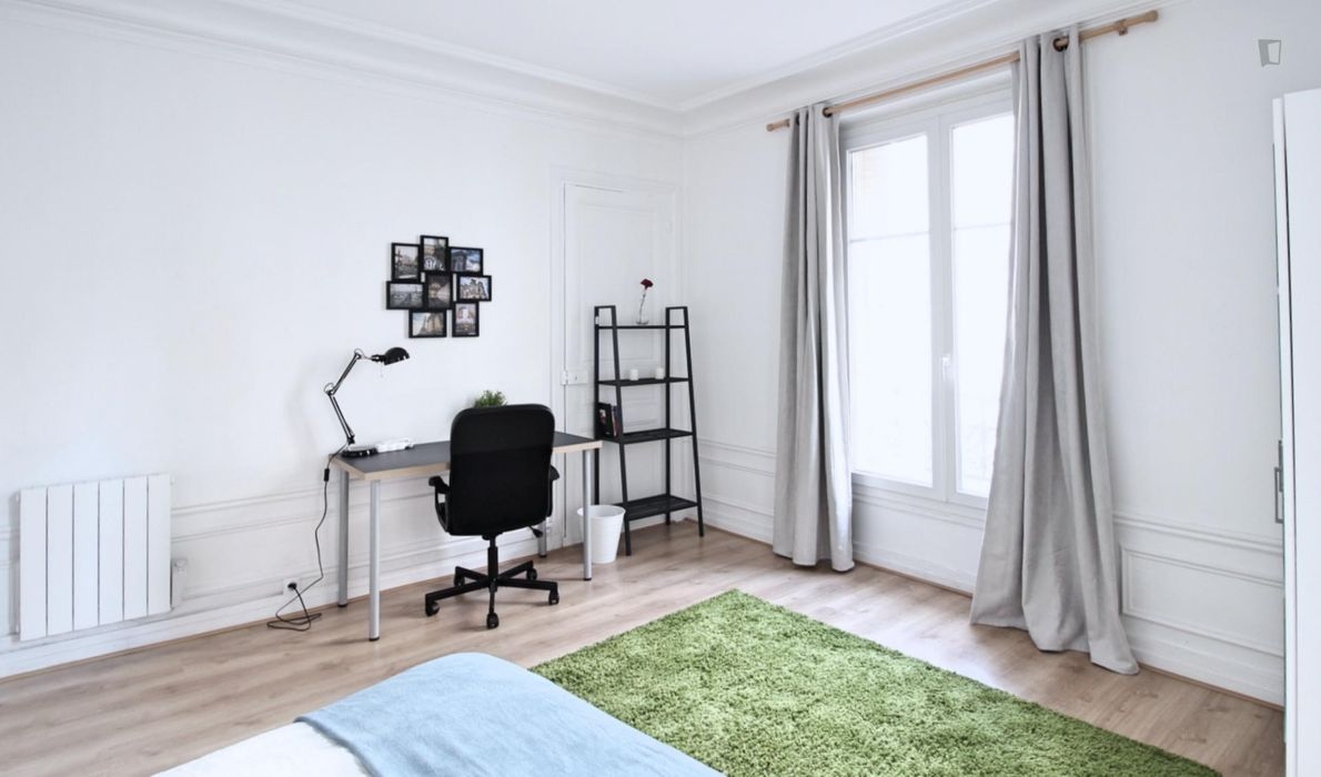 Double bedroom in 3-bedroom apartment