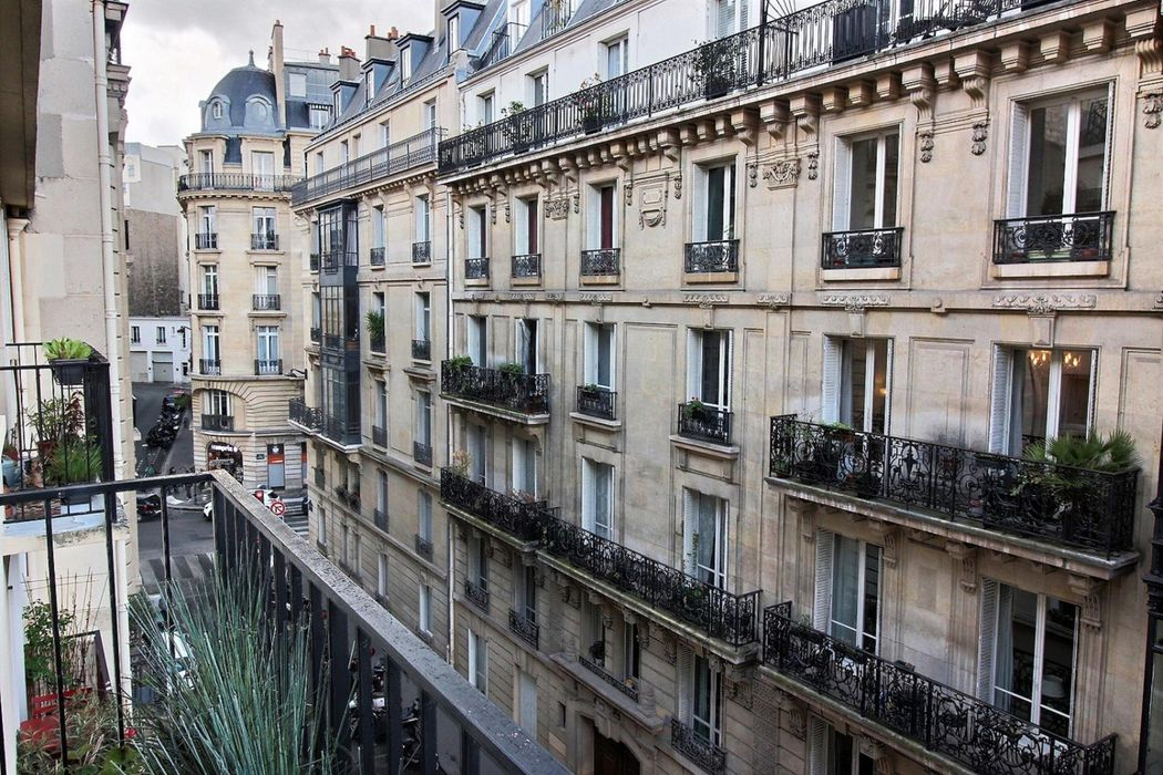 Apartment is very well located in the heart of the 6th arrondissement