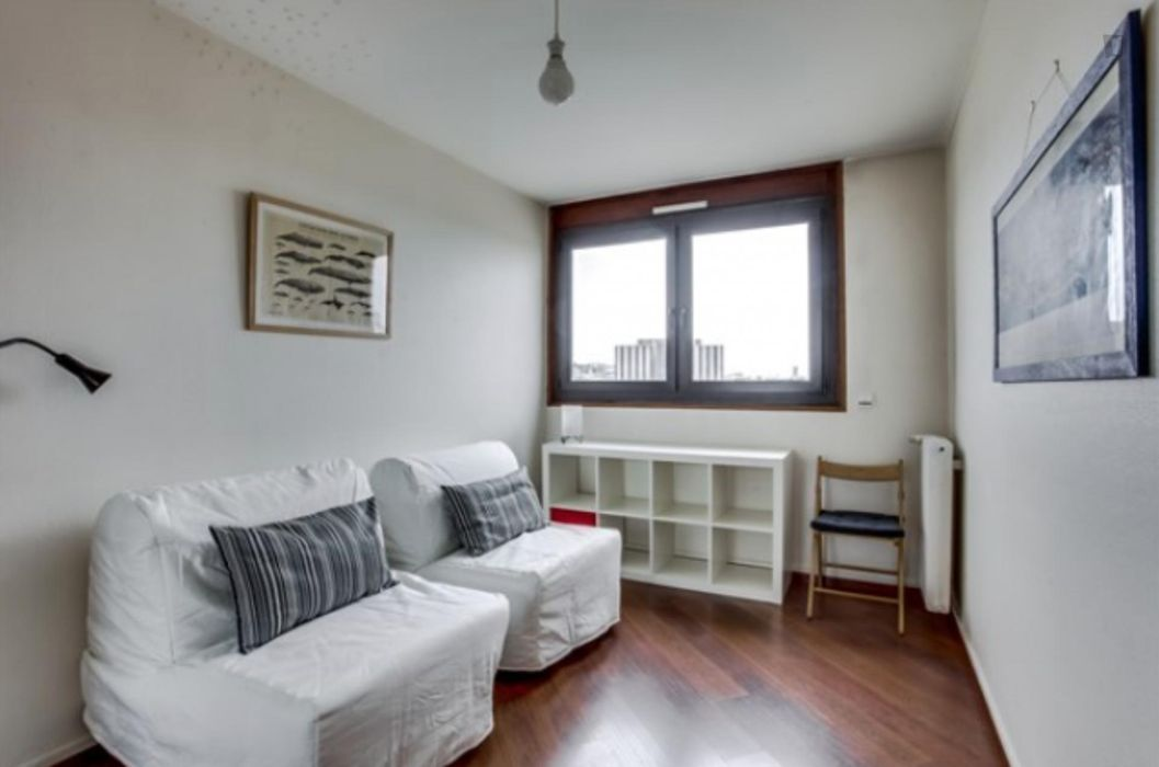 Large apartment near Garibaldi metro station