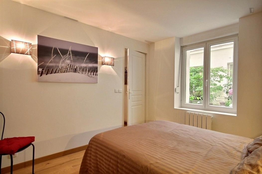 Sunny & bright one bedroom apartment in Paris, near Alexandre Dumas subway station