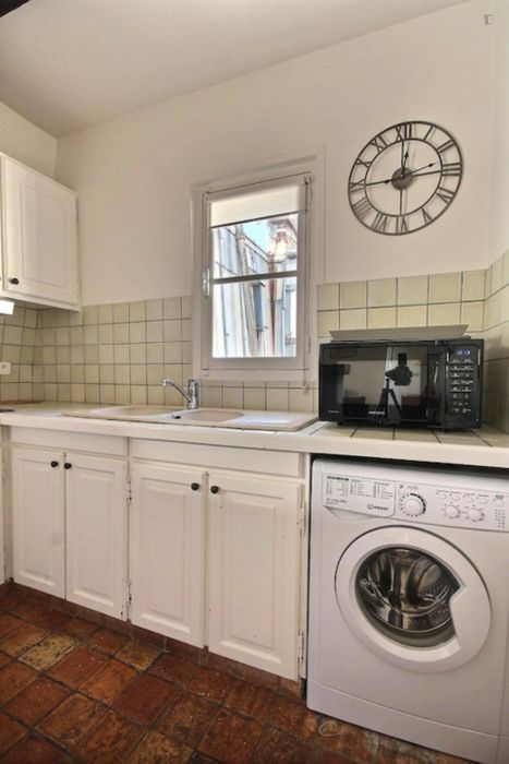 Charming 1-bedroom apartment in Paris near George V subway station