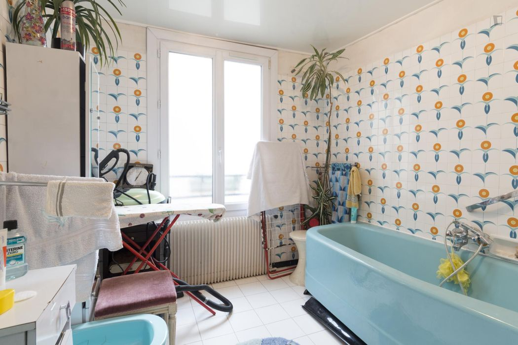 Double bedroom in a 3-bedroom flat near Château d'Eau metro station