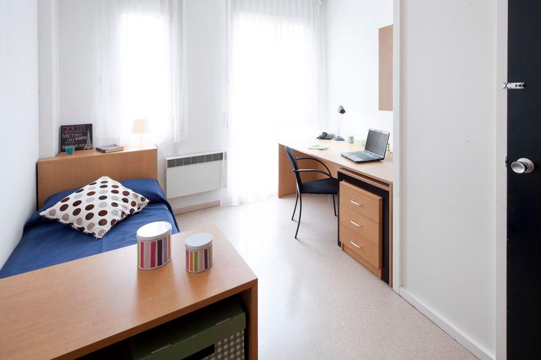 Residencia Universitaria Francesc Giralt i Serrà Terrasa