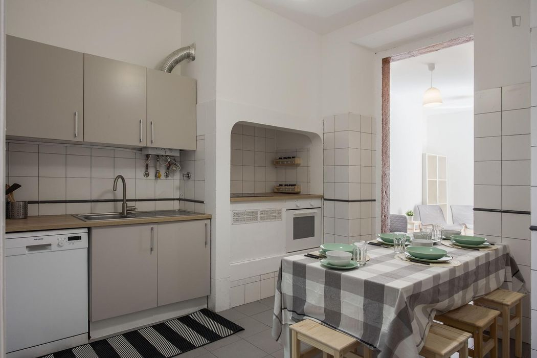Nice double bedroom close to Lisbon School of Economics and Management