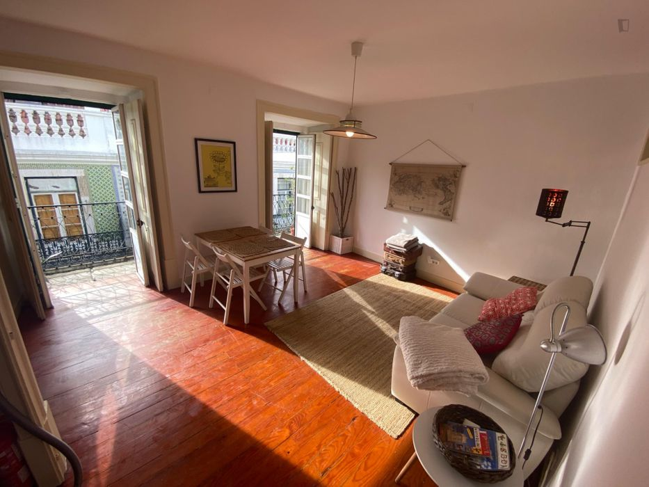 Great 2-bedroom apartment close to Terreiro do Paço metro station