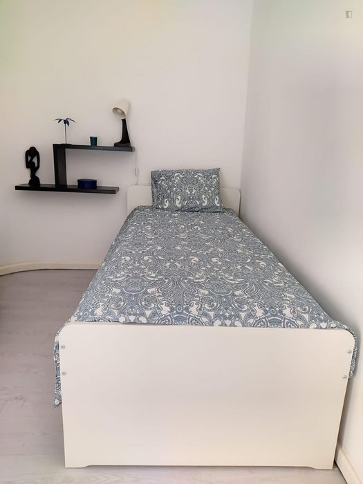 Cosy single bedroom close to Combatentes metro station