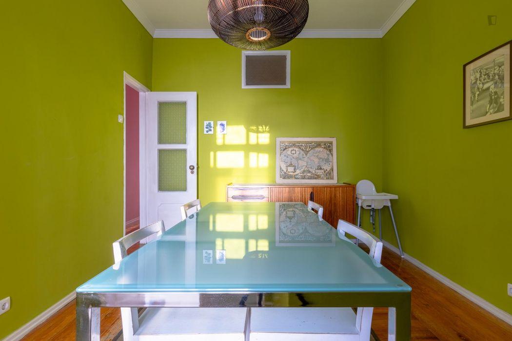 Spacious 2-bedroom apartment close to Instituto Superior Técnico (IST)