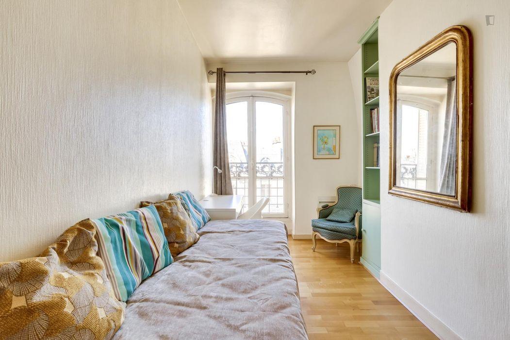 Modern 2-bedroom apartment near Ledru-Rollin metro station