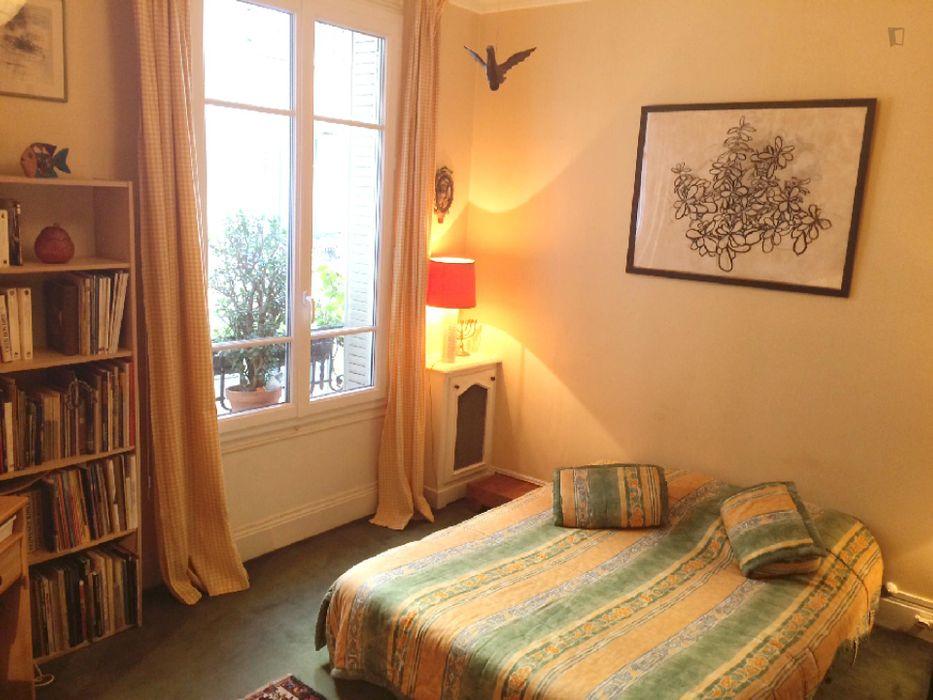 Cool double bedroom near Simplon metro station