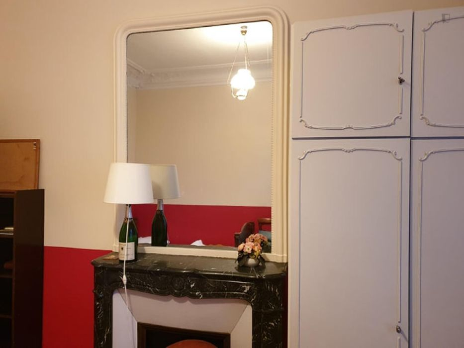 Cosy double bedroom nearby Arc de Triomphe