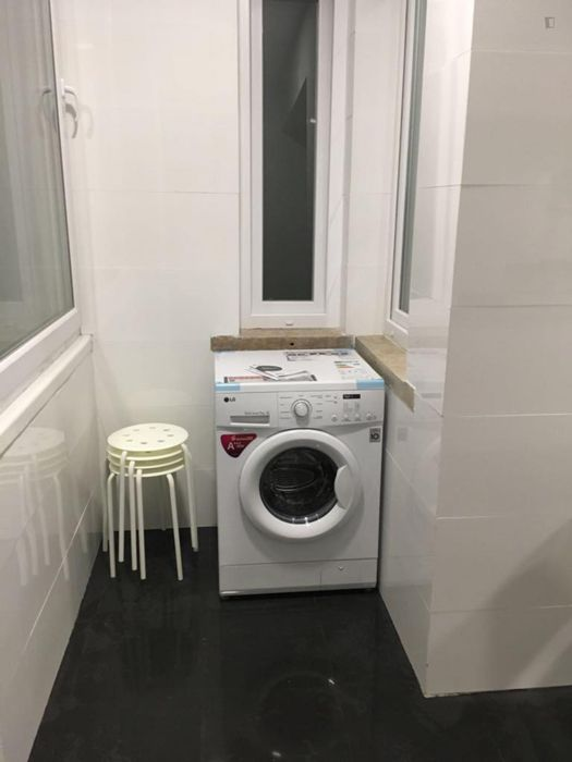 Double bedroom near Anjos metro station