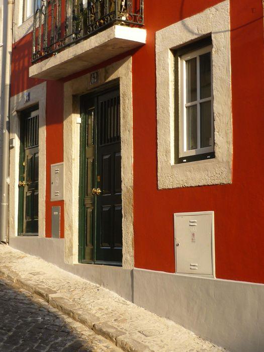 Great studio apartment close to Lisbon School of Economics and Management