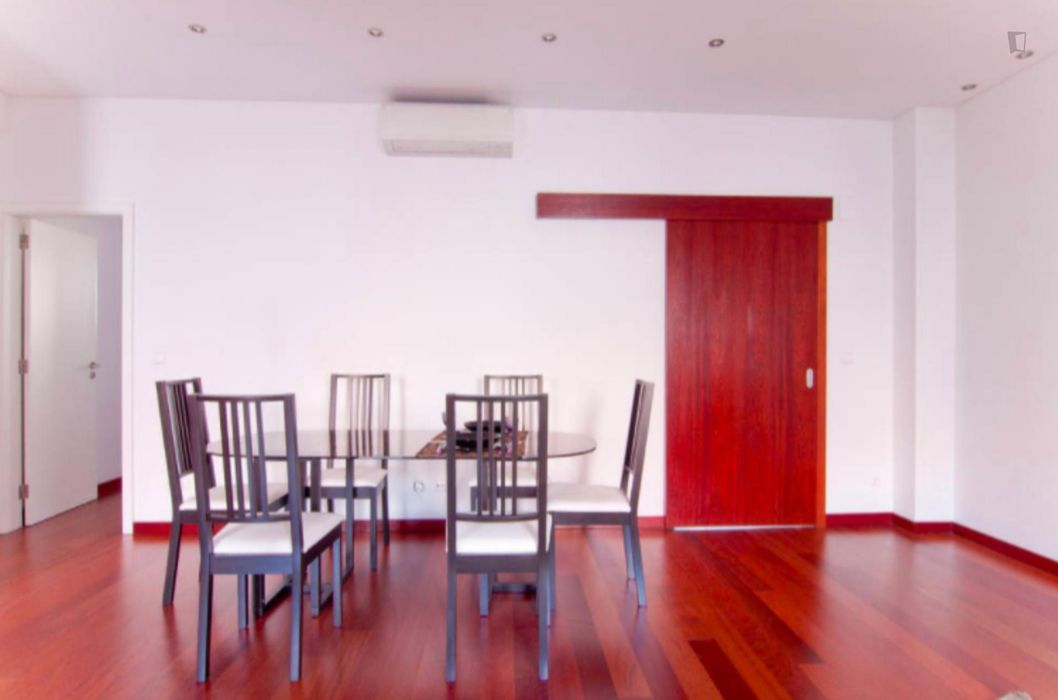 Spacious and modern 1-bedroom flat in central Lisbon