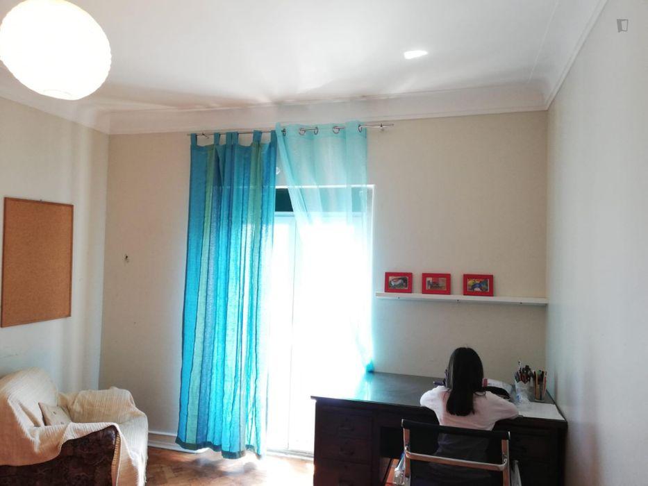 Double bedroom in a 3-bedroom apartment near Miradouro do Monte Agudo