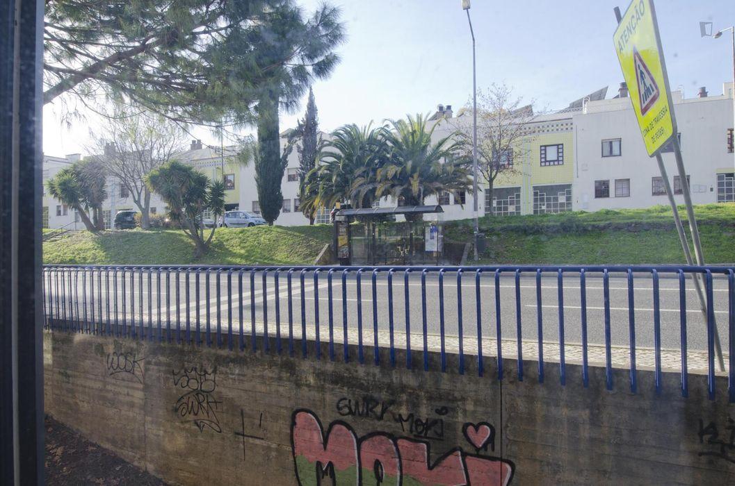 Single bedroom in sought-after Telheiras