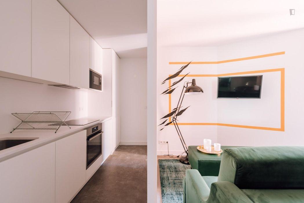 Fabulous 2-bedroom apartment in front of Restauradores metro station