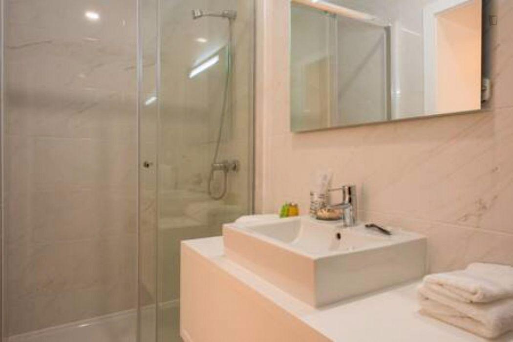 Amazing 2-bedroom apartment around Lisbon School of Economics and Management