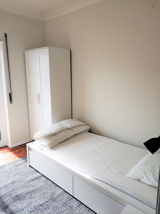 Single bedroom with balcony, all bills included, fully renovated