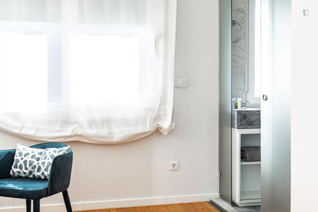 Modern 3-bedroom apartment near Instituto Superior de Agronomia