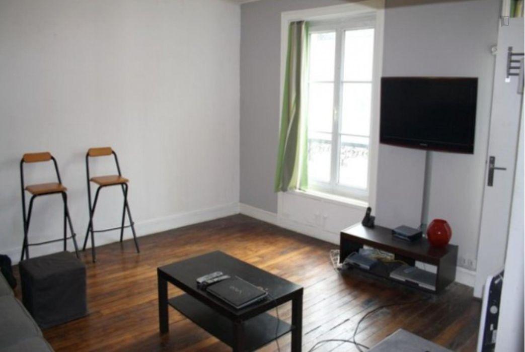 Cozy studio near Place de Clichy metro station