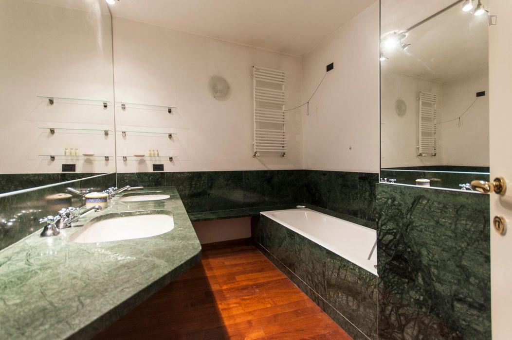 Cool 2-bedroom apartment near Università degli Studi di Milano