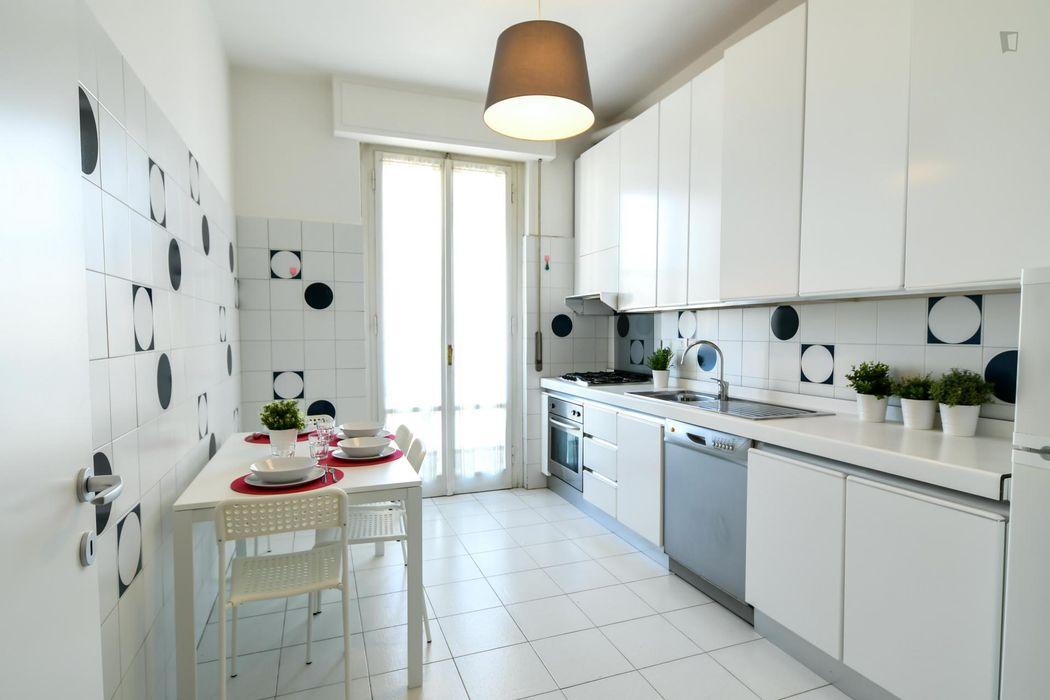 Spacious double bedroom in a 4-bedroom apartment near Università di Scienze e Tecnologie Agrarie, Alimentari, Ambientali e Forestali