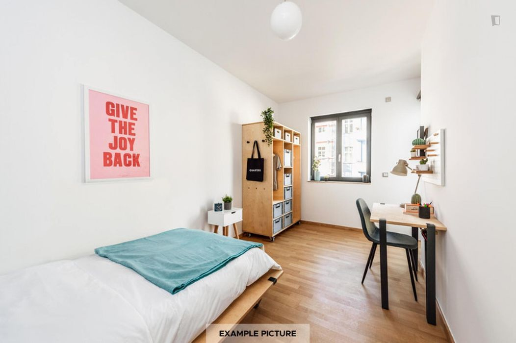 Well-lit single bedroom in Berlin
