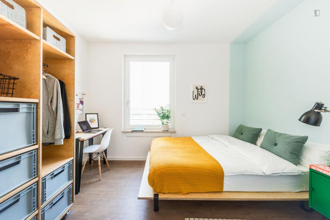 Comfortable double bedroom in Moabit