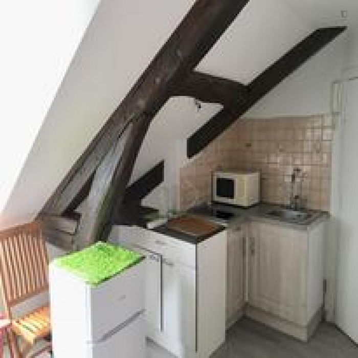 Cosy single bedroom close to Saint-Sulpice metro station