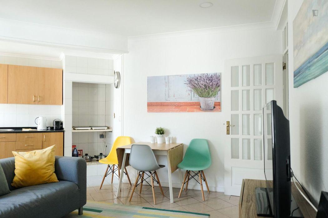 2-bedroom apartment near Cabo Ruivo metro station