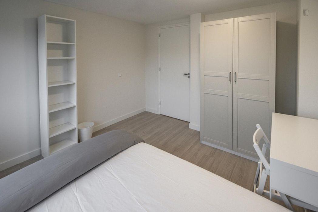 Bright double bedroom near Kraaiennest metro station