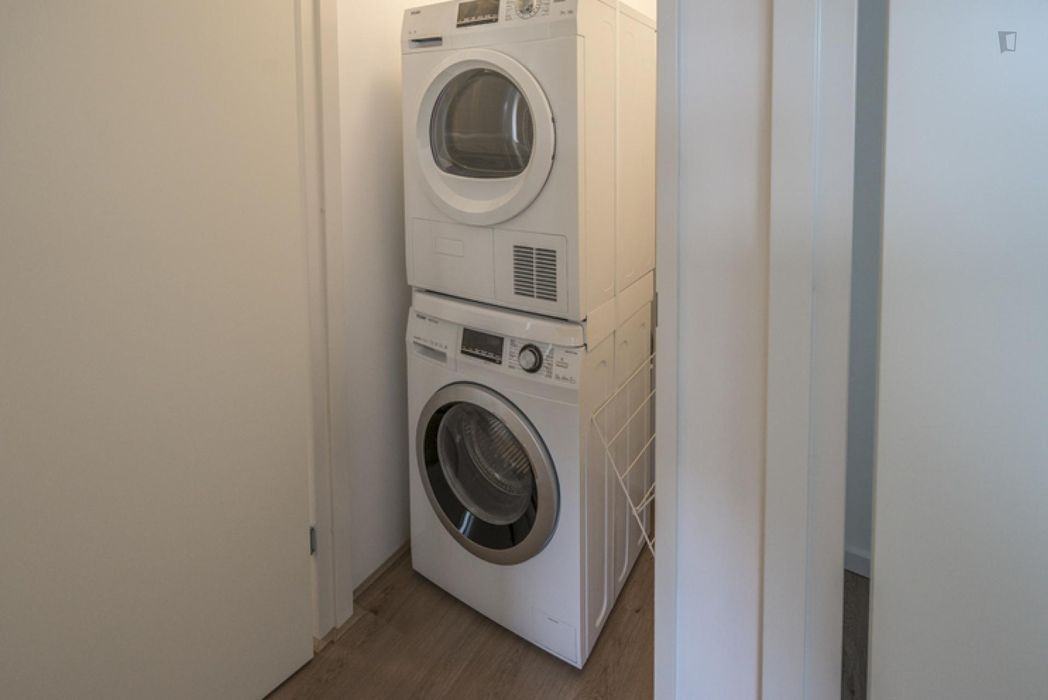 Beautiful double bedroom in a 3-bedroom apartment near Verrijn Stuartweg metro station